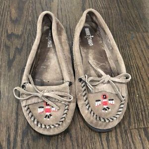 Preowned Minnetonka Moccasins size 8 Brown Suede